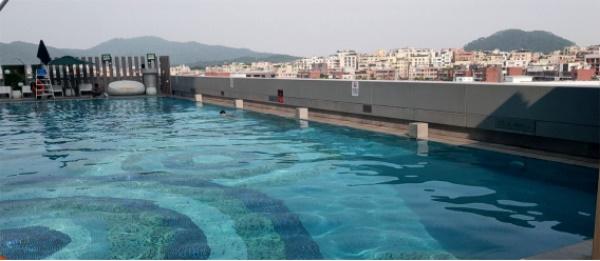 广州南湖假日酒店户外恒温泳池图
